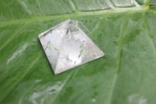 Load image into Gallery viewer, clear quartz crystal  Pyramid 25 to 30 MM