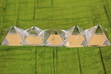 Load image into Gallery viewer, set of 5 clear  Quartz Crystal Pyramid 12 to 15 MM for Point healing, Crystal healing & Feng shui