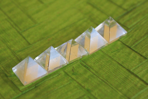 set of 5 clear  Quartz Crystal Pyramid 12 to 15 MM for Point healing, Crystal healing & Feng shui