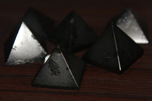 Fine polished Black Tourmaline - Pyramid 25 -32 MM 5 pieces