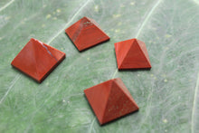 Load image into Gallery viewer, Fine polished Red Jasper - Pyramid 12 -16 MM 5 pieces