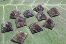 Load image into Gallery viewer, Fine polished Amethyst - Pyramid 25 -32 MM 10 pieces