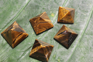 Fine polished Tiger Eye - Pyramid 25 -32 MM 5 pieces