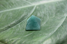 Load image into Gallery viewer, Fine polished green mica pyramid - Pyramid 15 -22 MM 5 PCS