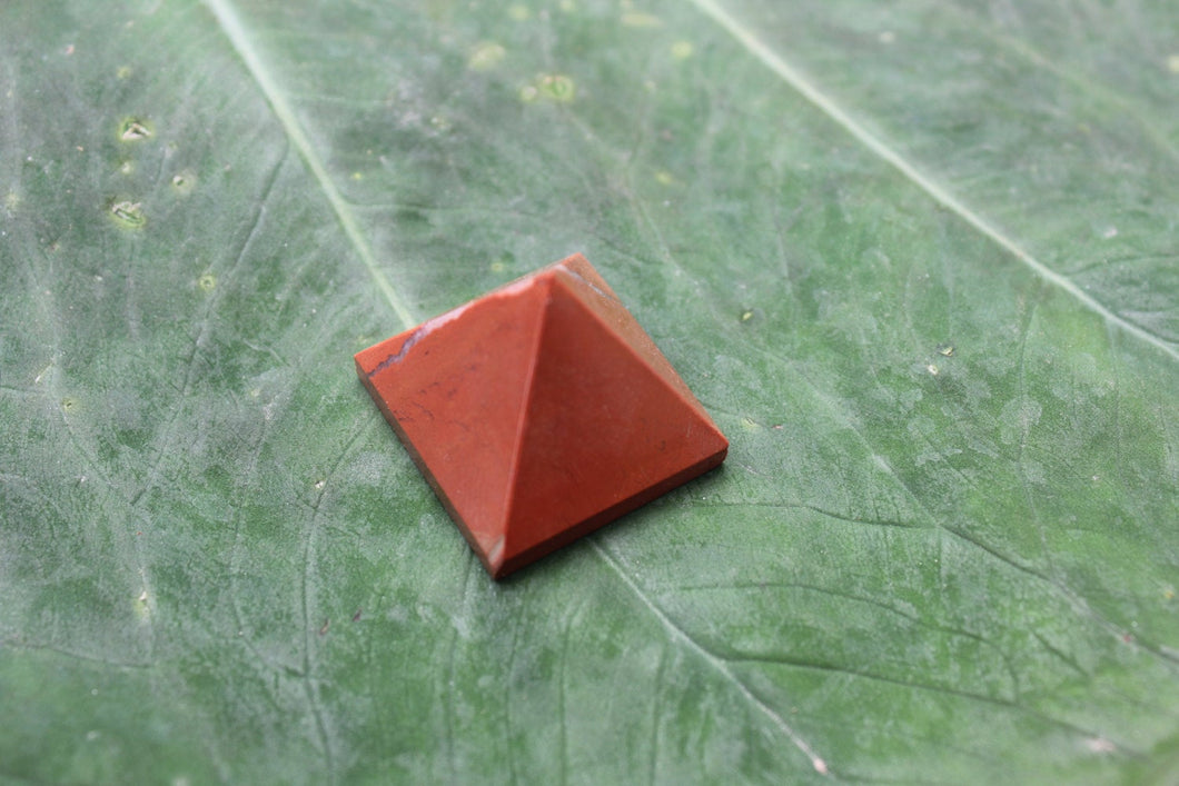 Fine polished Red Jasper - Pyramid 12 -16 MM 5 pieces