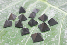 Load image into Gallery viewer, Fine polished Black Tourmaline - Pyramid 25 -32 MM 5 pieces