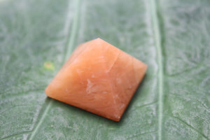 Fine polished Red aventurine pyramid - Pyramid 25 -32 MM