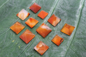 Fine polished Red aventurine pyramid - Pyramid 15 -22 MM 5 PCS