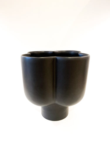 QUATREFOIL VASE - WIDE BLACK