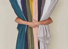 Load image into Gallery viewer, SIMPLE LINEN THROW BLANKET - LIGHT GREY
