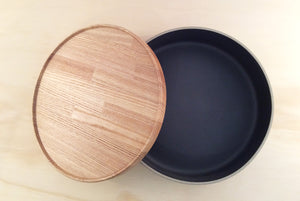 HASAMI PORCELAIN LARGE BOWL + LID - BLACK