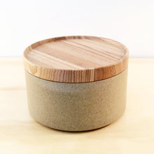 Load image into Gallery viewer, HASAMI PORCELAIN SMALL BOWL + LID - SAND