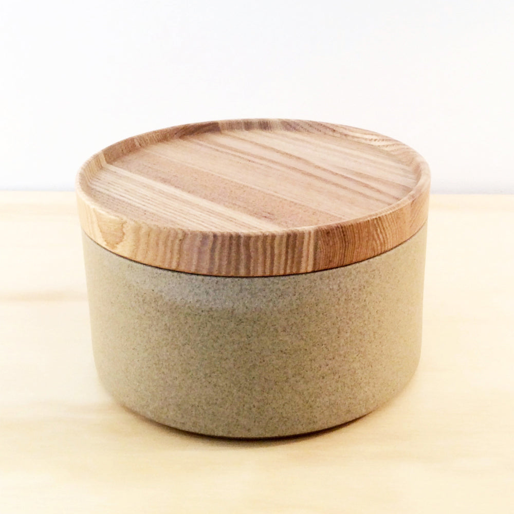 HASAMI PORCELAIN SMALL BOWL + LID - SAND
