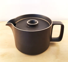 Load image into Gallery viewer, HASAMI PORCELAIN TEAPOT - BLACK