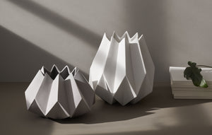 WIDE ORIGAMI VASE - LIGHT GREY