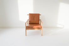 Load image into Gallery viewer, OAK & LEATHER LOUNGE CHAIR - CARAMEL