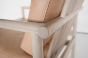 OAK & LEATHER LOUNGE CHAIR - NUDE