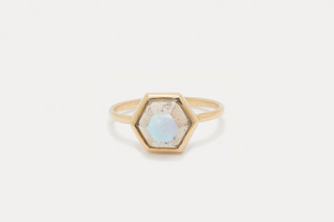 Tuhla Ring <br> Labradorite ⟡ Gold