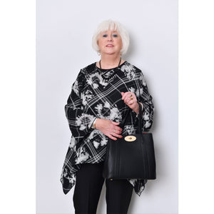Saloos- Long Sleeved Top With Matching Necklace