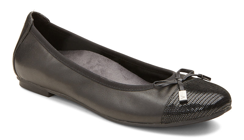 Vionic Minna Black Leather Flat (Women)