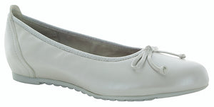 Munro Quinn Silver Leather Flat (Women)