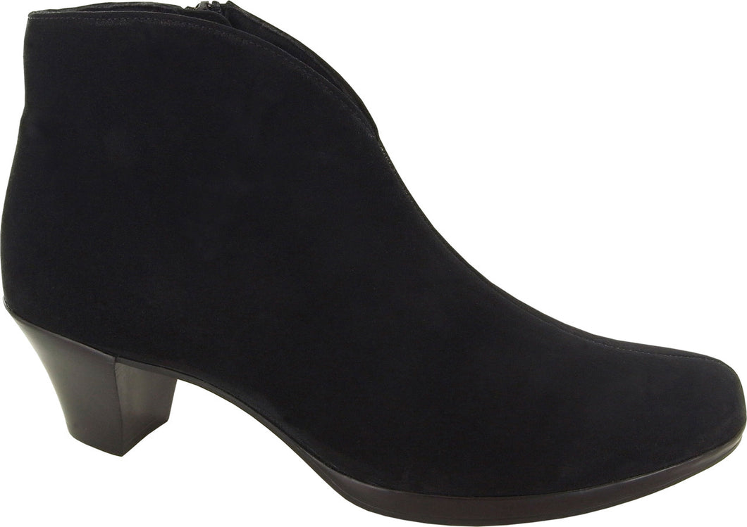 Munro Robyn Black Suede Boot (Women)