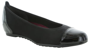 Munro Henlee Black Stretch Fabric Flat (Women)