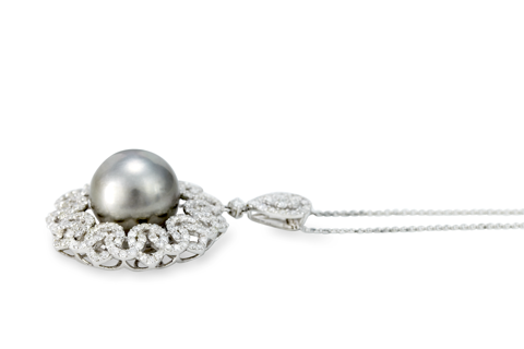 "18K White Gold Diamond and Black Pearl Necklace ""Tiffany"""