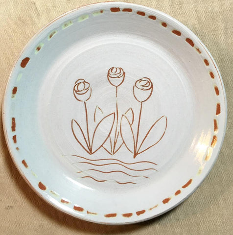 Plate decorated with Annie Sloan Paint using a Sgraffito technique