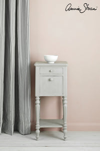 Annie Sloan Chalk Paint™ Chicago Grey Side Table