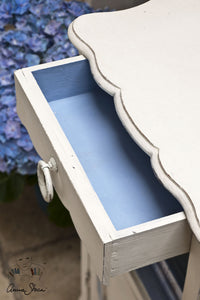 Annie Sloan Chalk Paint™ Original Table detail