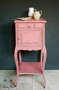 Annie Sloan Chalk Paint™ Scandinavian Pink Side Table