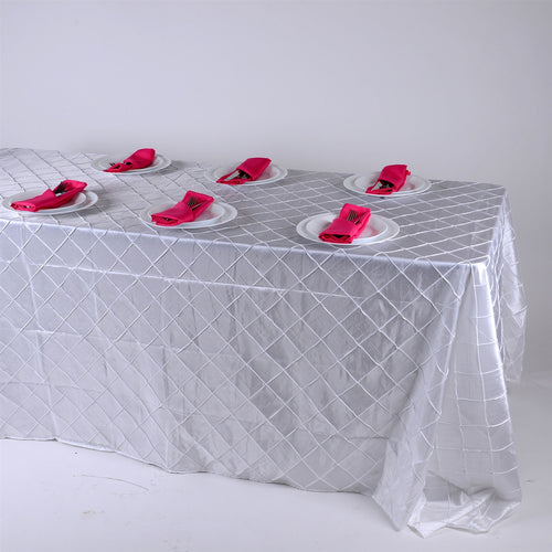 90 inch White 90 inch x 132 inch Pintuck Satin Tablecloth