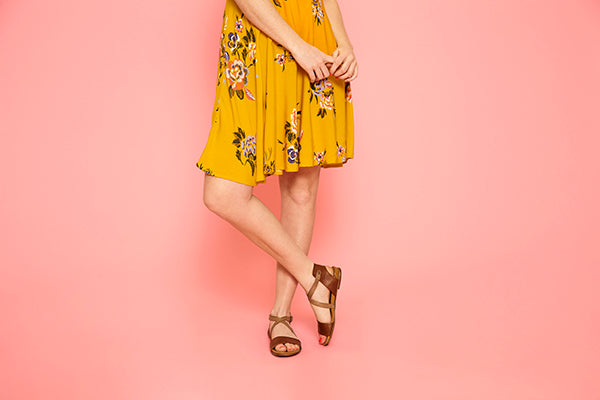 Girl modeling Amanda sandals in brandy colour