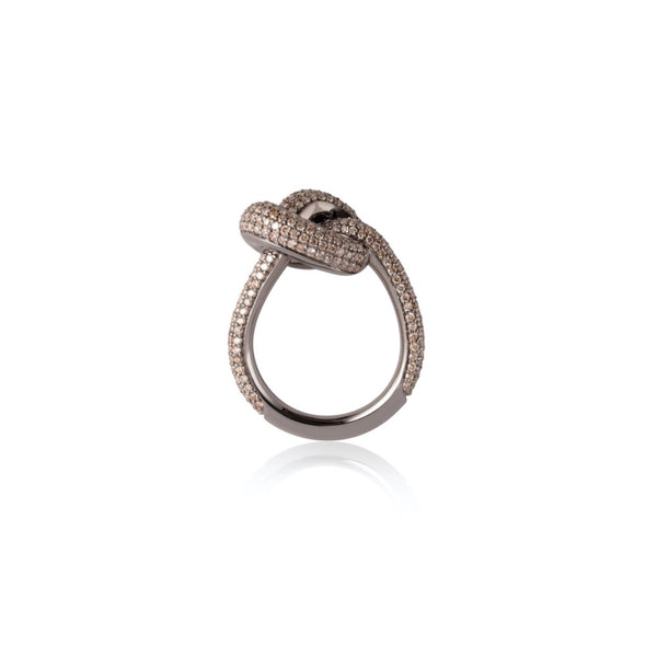 THE KNOT 18K O GULD GIANT RING BRUNA DIAMANTER