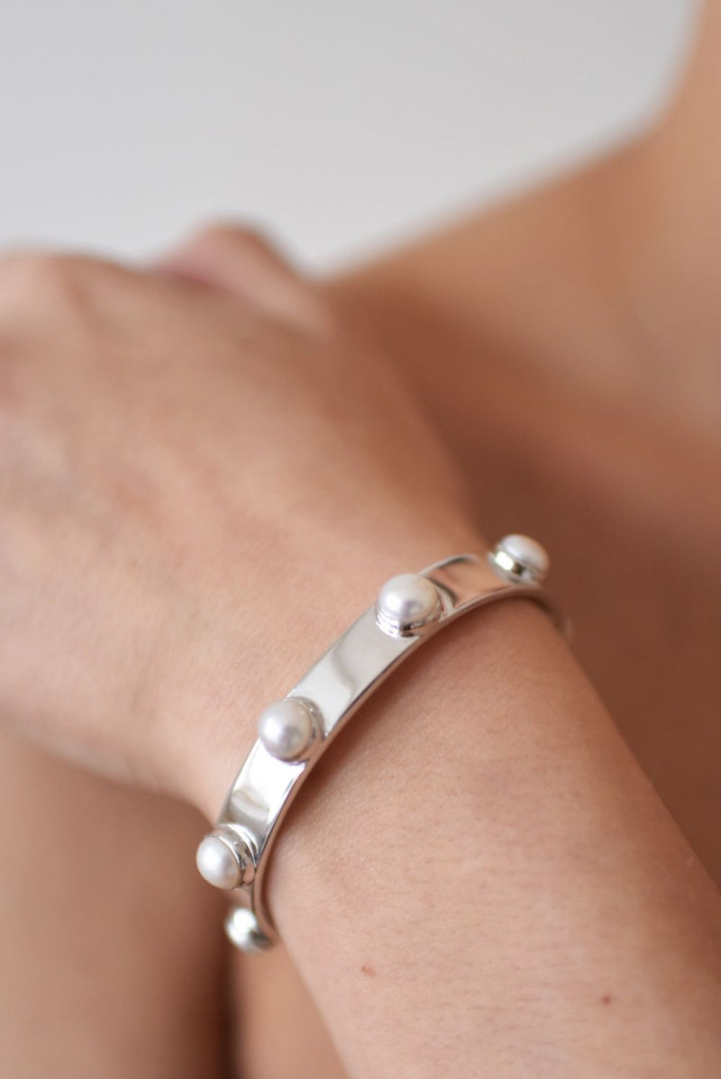 Rhodium plated brass w. white pearl