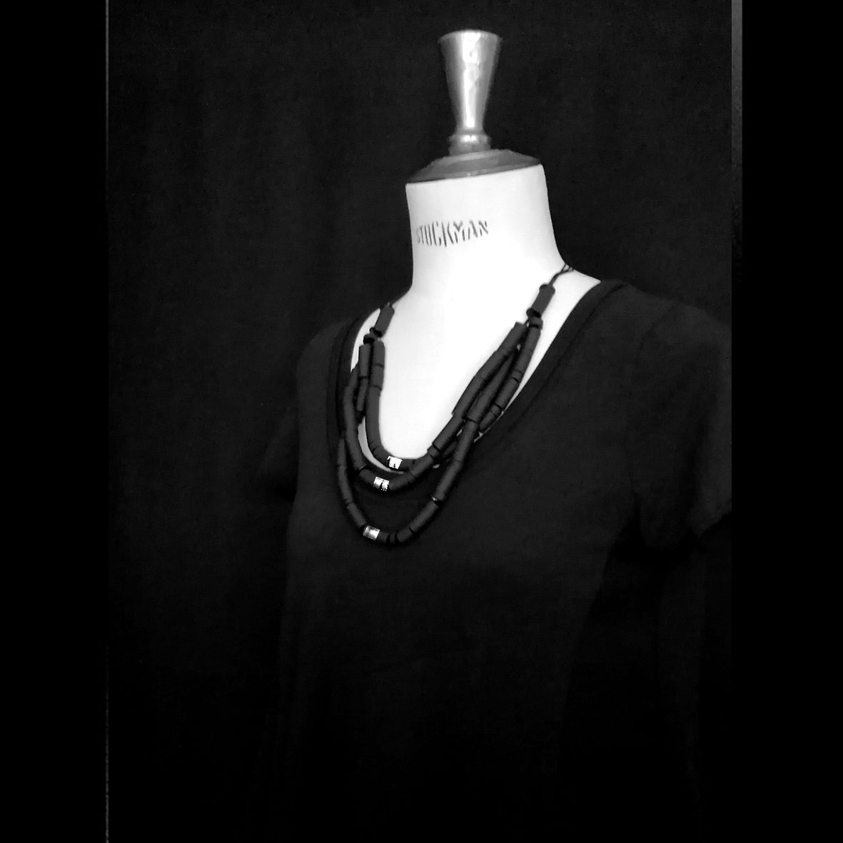 Samara necklace Black