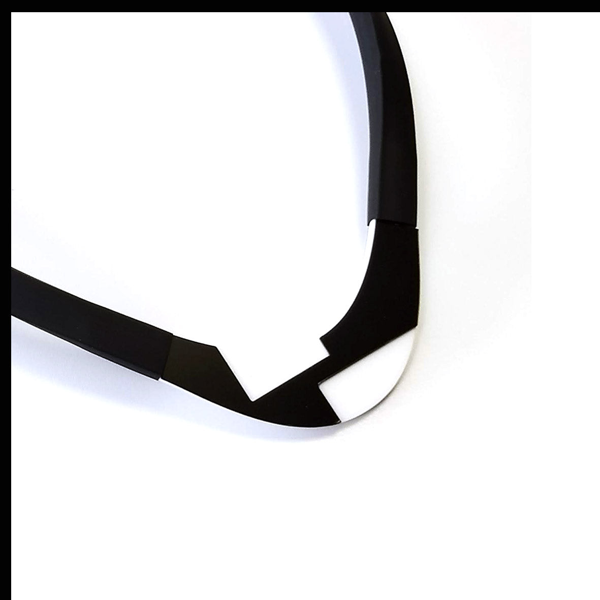 Solen choker Black and White