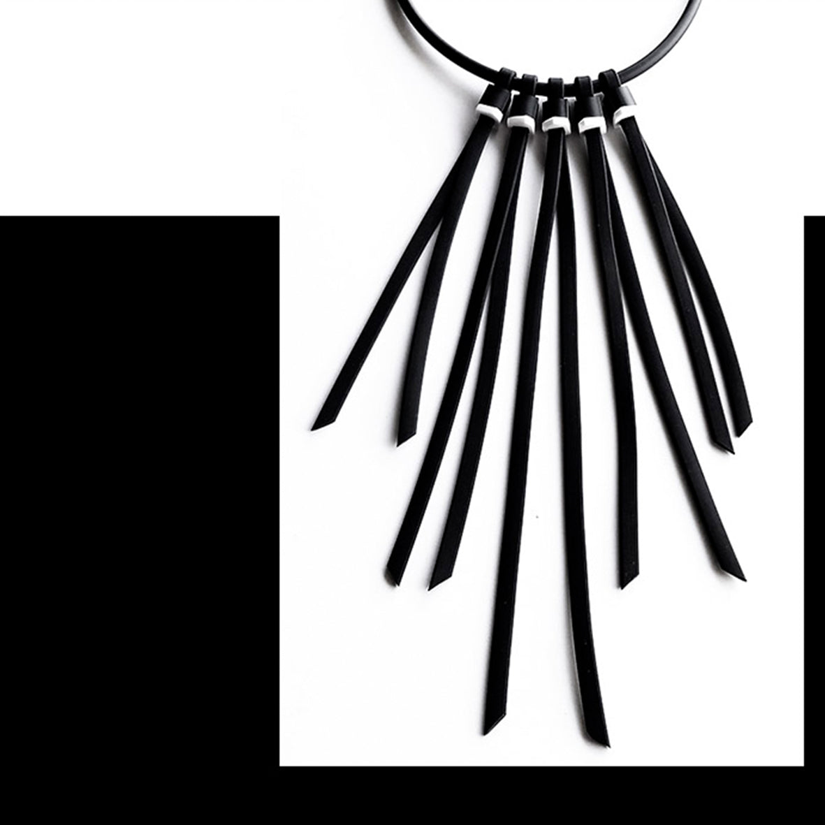 "Tenerife ""feather"" necklace Black White"