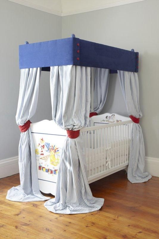 Four Poster Cot - Contemporary