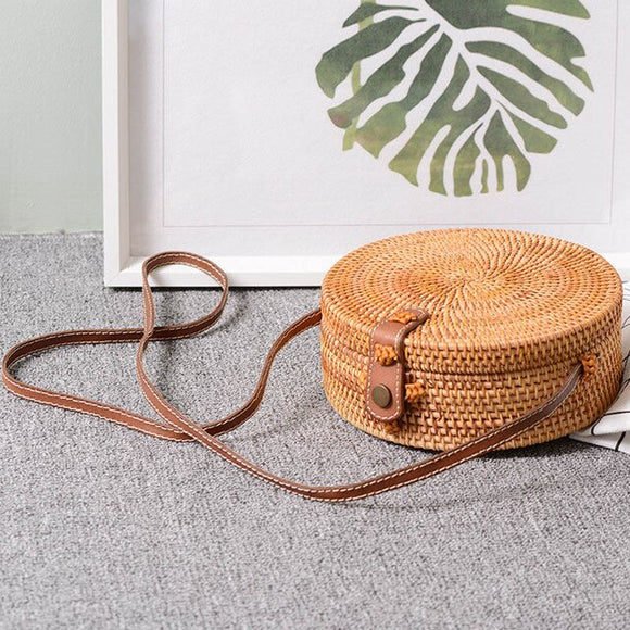 Women Round Shoulder Bag Mori Beach Buckle Bag Retro Literary Hand-woven Handbag Summer Woven Rattan Messenge Straw Bag