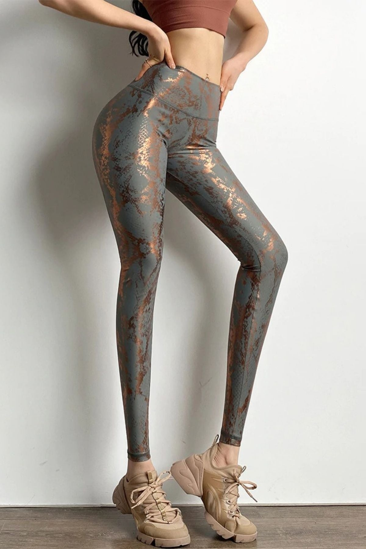 Tight Grey Snakeskin Print Legging With High Waisted Fit And Ruched Shiny Metallic Color