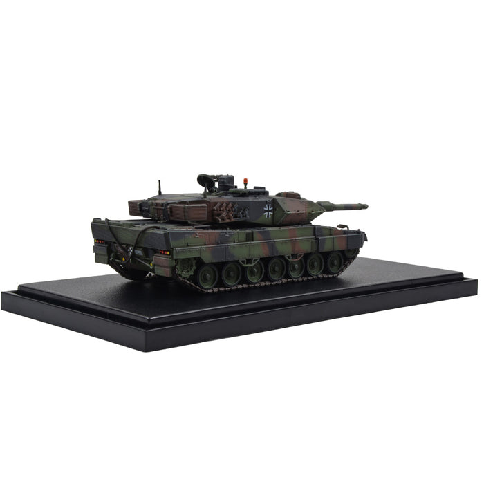 German Kampfpanzer Leopard 2A5 Main Battle Tank - Woodland Camouflage (1:72 Scale)