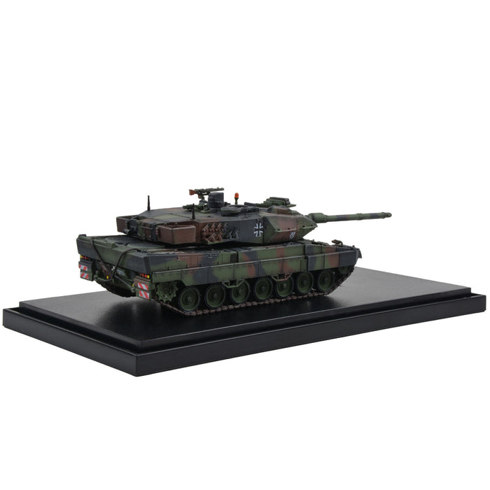 German Kampfpanzer Leopard 2A6 Main Battle Tank - Woodland Camouflage (1:72 Scale)