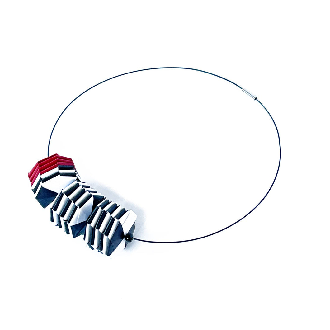 Three Beads Necklace Horizontal Stripes