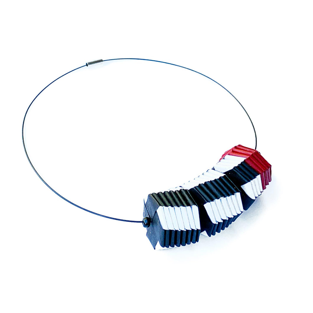 Three Beads Necklace Vertical Stripes