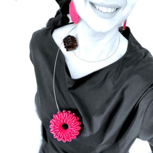 Load image into Gallery viewer, Virgola Necklace Pink And Black Edges
