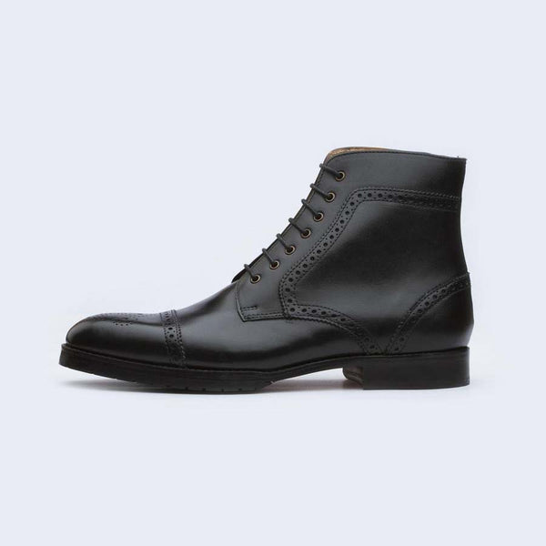 Black Medallion Toe Round Boots
