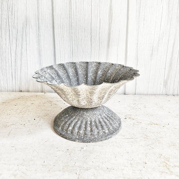 Galvanized Scalloped Edge Riser/ Stand