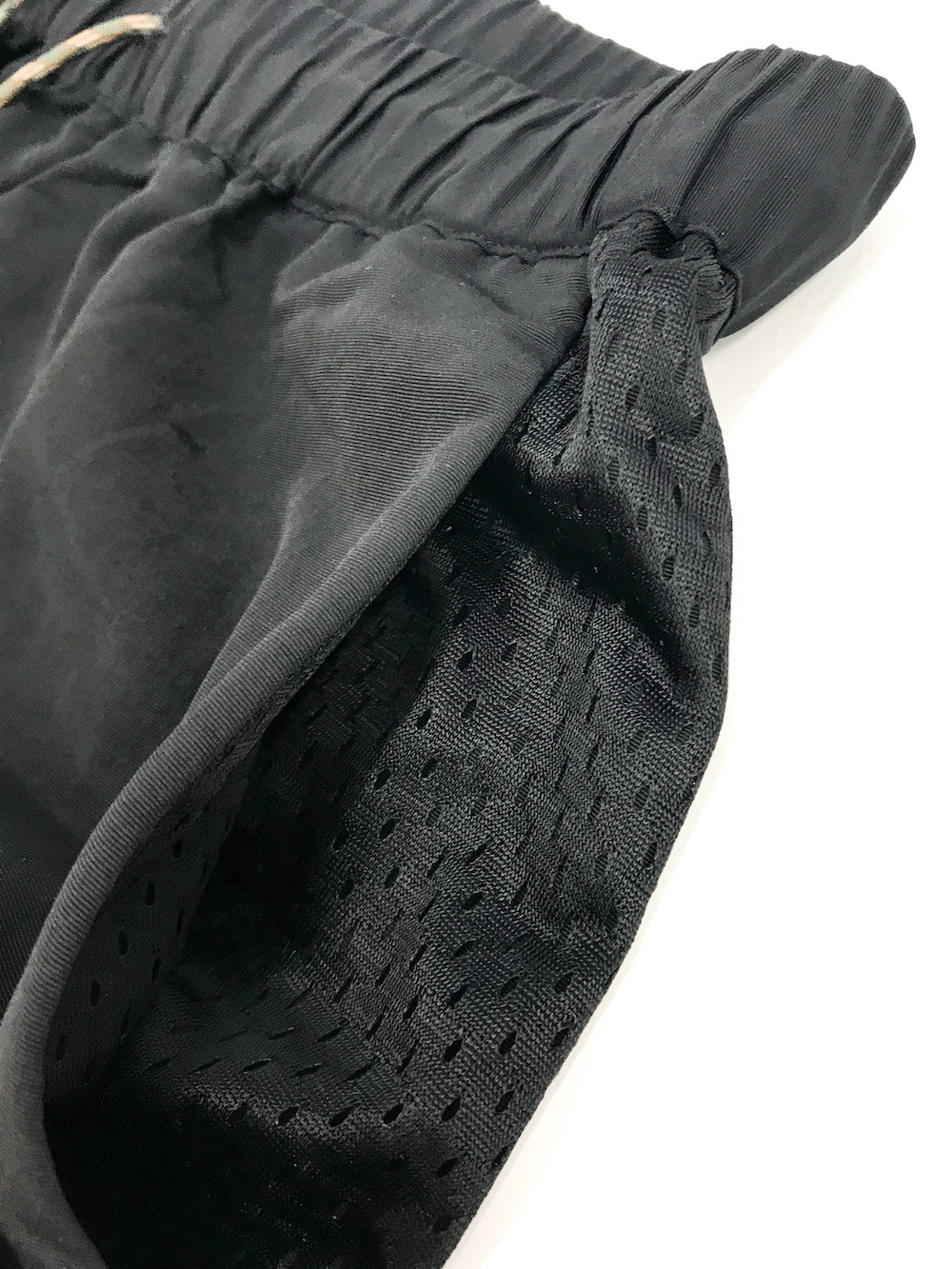 GREI new york (グレイ) / TRACK PANTS 4-PLY DWR FINISH BLACK。サイドポケット画像。